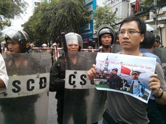 http://changevietnam.files.wordpress.com/2014/09/5c65b-sg-may11-danlambao16b.jpg