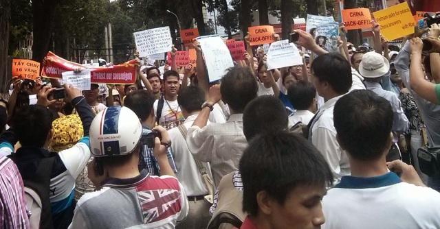 http://changevietnam.files.wordpress.com/2014/09/98a07-sg-may11-danlambao16.jpg