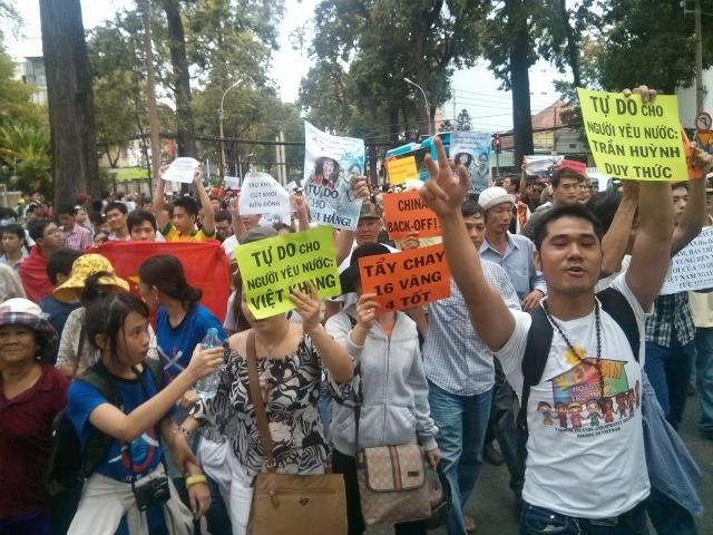 http://changevietnam.files.wordpress.com/2014/09/ca195-sg-may11-danlambao19.jpg
