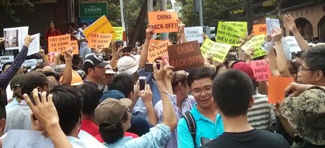 http://changevietnam.files.wordpress.com/2014/09/d0801-sg-may11-danlambao16d.jpg