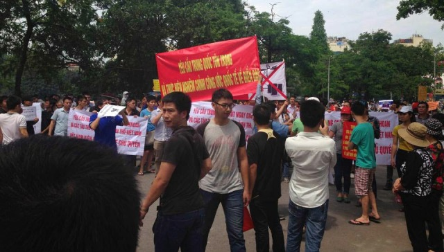 http://changevietnam.files.wordpress.com/2014/09/e0003-hn-may11-danlambao3.jpg